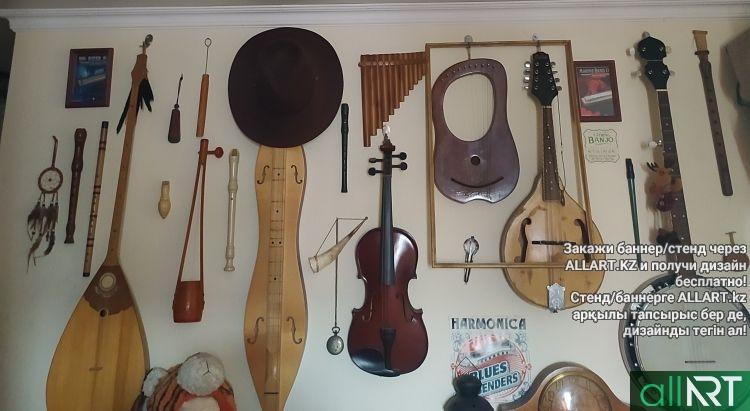 Молодой художник из Петропавловска умеет играть на 35 музыкальных инструментах, а так же собрал уникальную коллекцию музыкальных инструментов